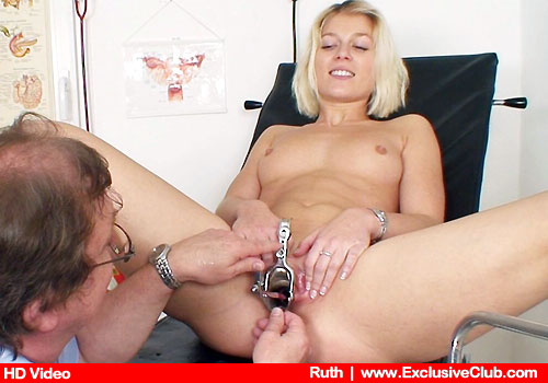 Disrobed Ruth opens thin Legs in HD gyno porn movie